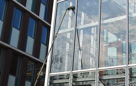 Schoonmaakbedrijf Apeldoorn glazen wassen | Schoonmaakbedrijf Eindhoven